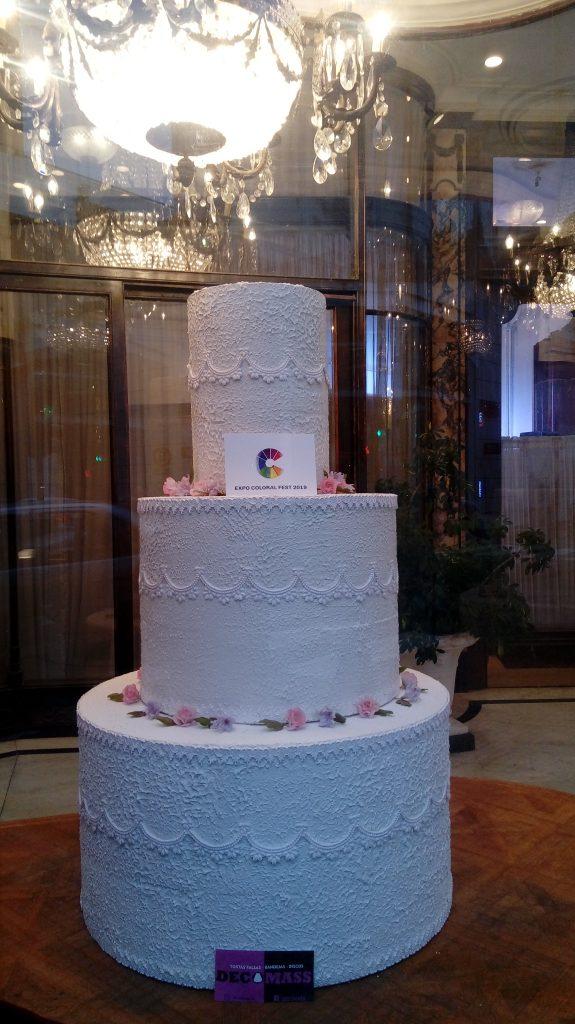 torta falsa gigante